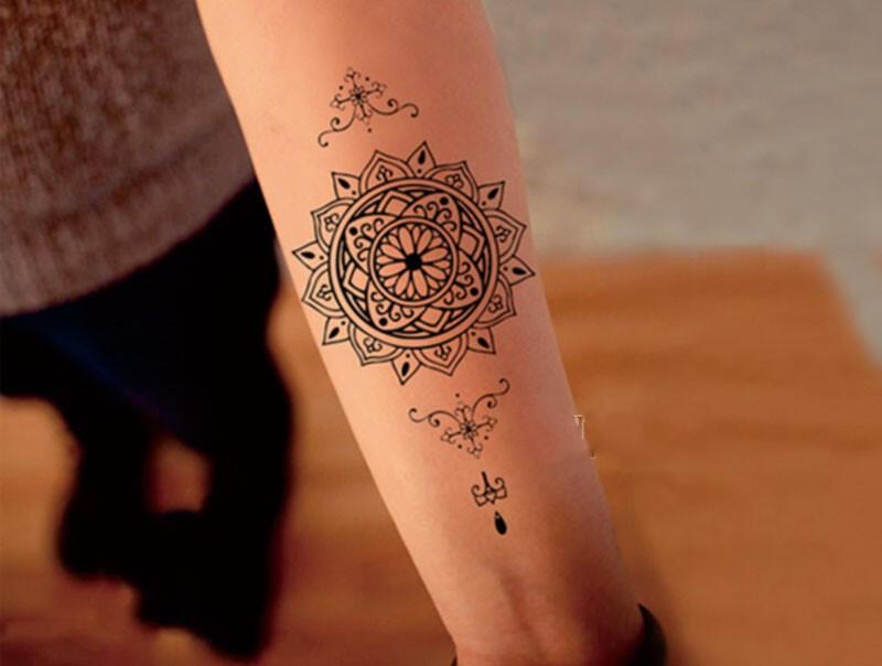 faux tatouage mandala maori kolawi. Black Bedroom Furniture Sets. Home Design Ideas