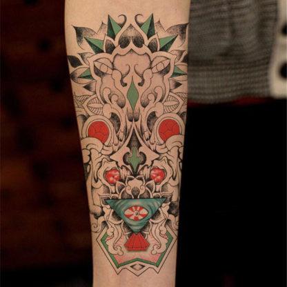 Tatouage temporaire tribal totem vert rouge