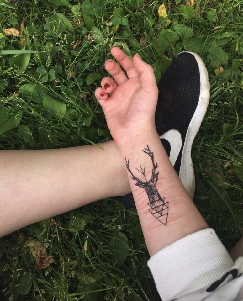 tattoo cerf geometrie new school - kolawi