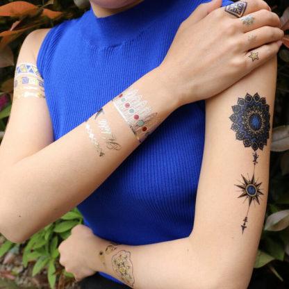 Faux tatouage mandala plume bleue