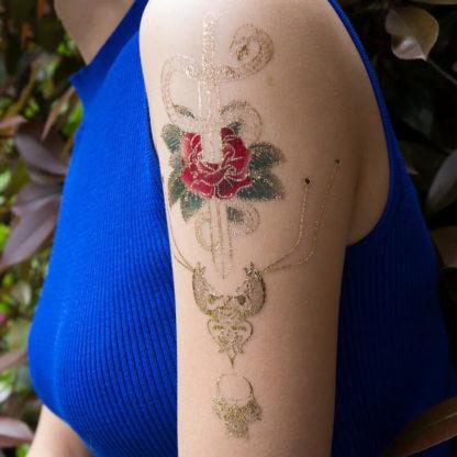 Tatouage temporaire epee rose