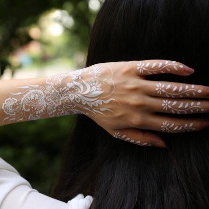 Tatouage temporaire fleur elegance