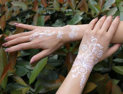 Faux tatouage fleur henne