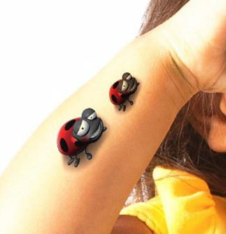 Faux tatouage coccinelles 3D