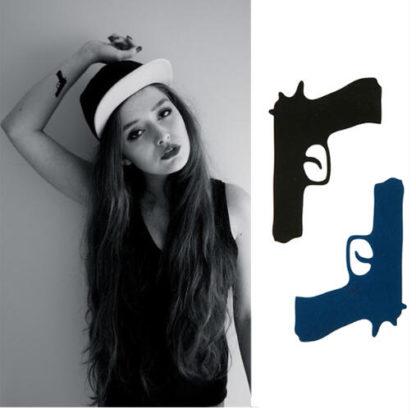 Faux tatouage pistolet bleu et noir