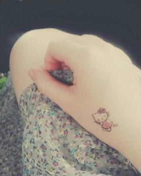 Tattoo hello kitty